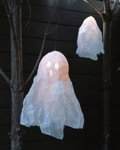 Papier Mache Floating Ghosts How-To