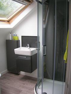 loft conversion ideas with ensuite Attic Shower, Small Attic Bathroom, Small Bathrooms, Loft Ensuite, Loft Bathroom, Master Bathroom, Attic Renovation, Attic Remodel, Small Attics