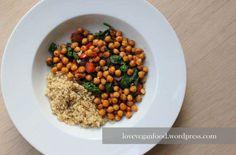 Frischer Spinat mit gebackenen Kichererbsen und Reis