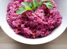 Surówka z czerwonej kapusty z jabłkiem Polish Recipes, Polish Food, Side Salad, Coleslaw, Guacamole, Pasta Salad, Cabbage, Salads, Food And Drink