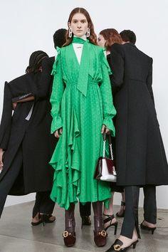 Off-White Pre-Fall 2020 Fashion Show - Off-White Pre-Fall 2020 Collection – Vogue - Live Fashion, Fashion 2020, Runway Fashion, Women's Fashion, Fashion Brands, Fashion Dresses, Luxury Fashion, Cardigan Fashion, Leggings Fashion