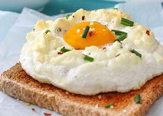 Pochierte Eier sind nach wir vor angesagt. Doch der neuste Food-Trend heißt – trommelwirbel – Cloud Eggs! So werden die luftig-leichten Eier-Wolken gemacht: