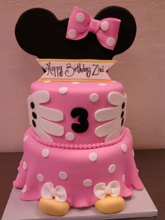 Minnie Mouse Birthday Cake- Wow was für eine tolle Minnie Maus Torte! Bolo Mickey E Minnie, Minnie Mouse Cake, Pink Minnie, Mickey Mouse, Anniversaire Walt Disney, Fancy Cakes, Cute Cakes, German Chocolate Cupcakes, Chocolate Cream