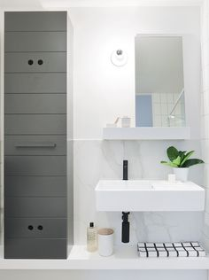 Hecker Guthrie and Icon Co have cleverly designed Garden House. Inner city apartments that turn inside living out in Sydney's waterloo. Small Space Bathroom, Family Bathroom, Laundry In Bathroom, Modern Bathroom, City Bathrooms, Bath Cabinets, Gray Cabinets, Interior Design Inspiration, Bathroom Inspiration