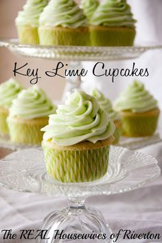 Key Lime Cupcakes--Includes links to Sprinkle's Key Lime cupcake and frosting recipes. Frosting pictured adapted from the Sprinkle's recipe. Did the frosting. It was a little sweet, but tasted just like lime. Lime Desserts, Just Desserts, Delicious Desserts, Plated Desserts, Mini Cakes, Cupcake Cakes, Cupcake Frosting, Cupcake Party, Bundt Cakes