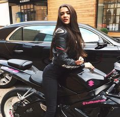 Hot women in motorcycle leathers. Now accepting submissions! Lady Biker, Biker Girl, Bike Ride Quotes, Biker Photos, Motorbike Girl, Motorcycle Girls, Motorcycle Gear, Girl Bike, Up Auto
