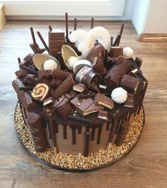 Chocolate Cake Designs, Chocolate Drip Cake, Fun Desserts, Delicious Desserts, Yummy Food, Fun Baking Recipes, Cake Recipes, Candy Birthday Cakes, Nutella Birthday Cake