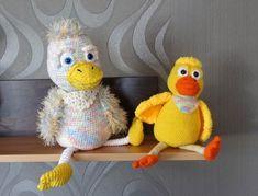 Schon letztes Jahr wollte ich eine Ente entwerfen. Jetzt sind es gleich 2 Entchen geworden, die große Ente Frieda und der kleine Fridolin. Man möchte sie nur Knuddeln und lieb haben. Sie sind auch ein tolles Geschenk, sicher auch geeignet z.B. zum Mutte