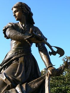 Jeanne Laisné (nicknamed Jeanne Hachette - 'Jean the Hatchet').  Born 1456 - died ?  Claim to fame: a French military heroine who prevented the capture of Beauvais.  In June of 1472 Charles the Bold, Duke of Burgundy, laid siege to the French town of Beauvais.
