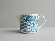 Arabia Finland Keto Pitcher by Esteri Tomula on Etsy, Sold Carlton Ware, Marimekko, Hand Painted Ceramics, Ceramic Painting, Retro Design, Ceramic Pottery, Scandinavian, Lassi, Mugs