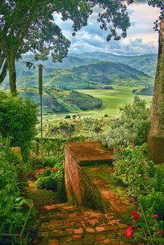 Cyohoho Rwanda. BelAfrique your personal travel planner - www.BelAfrique.com