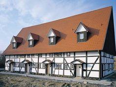 Saniertes #Fachwerk - #Haus mit roten Dachsteinen.