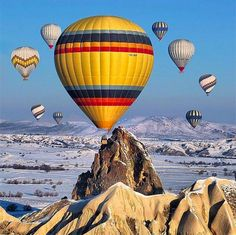 Just one of the amazing opportunities offered by Kapadokya is an experience in a hot air balloon over the Fairy Chimneys and Avanos, Ürgüp, the Ihlara Valley, and more. Are you ready to discover all that awaits in this fascinating ancient city?