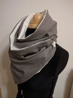 Crochet ideas that you'll love Sewing Scarves, Sewing Clothes, Yellow Blouse, Cowl Scarf, Sewing For Beginners, Clothing Items, Sewing Hacks, Sewing Ideas, Textiles