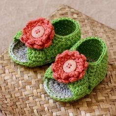 Crochet baby booties designs are often a great source of inspiration for beginners.I have come across several baby booties crochet tutorials and patterns Booties Crochet, Crochet Baby Booties, Crochet Sandals, Crochet Slippers, Love Crochet, Crochet For Kids, Knit Crochet, Crochet Crafts, Yarn Crafts