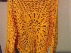Enfim, terminei minha blusa amarela, baseada no modelo da Blusa Ana Maria Braga, mas com a flor no centro......usei o fio Charme da Circulo... Summer Cardigan, Crochet Blouse, Blanket, Vests, Red, Sweaters, Yellow Blouse, Crochet Lace Tops, Carrot