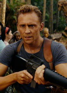 Tom Hiddleston as Captain James Conrad in Kong: Skull Island. Higher resolution image (UHQ): http://ww4.sinaimg.cn/large/6e14d388gy1fcufii4ynpj227k0xc7ew.jpg Source: https://www.cosmicbooknews.com/content/kong-skull-island-high-res-images