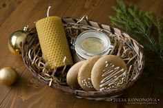 Have fun with kids, making this X-mas gift basket for family and friends with cream honey, home baked gingerbread cookies and handmade wax candle.