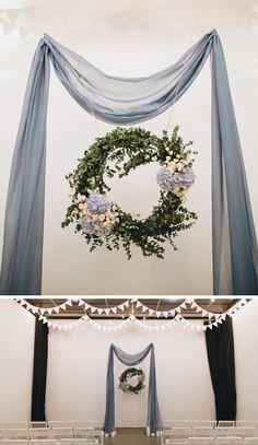 Schlichter Hochzeitsbogen in Hellblau | #Hochzeit #blau #trauung #hochzeitsdeko Tapestry, Inspiration, Heinz, Home Decor, Bow Wedding, Baby Blue, Crate, Light Blue, Getting Married