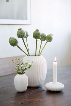 Use the Hammershøi vase with the classic furrows to create a stylish look that will take your décor to a new level. Find the white Hammershøi mini vase here Unique Candle Holders, Unique Candles, Small Bouquet, Green Vase, Royal Copenhagen, White Vases, Scandinavian Home, Decoration Table, Decoration Restaurant