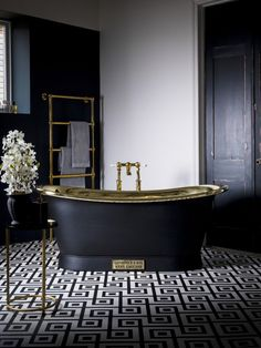 50+ Best Beautiful Large and Small Bathroom Designs Ideas to Inspire You #bathroomdesigns #bathroomdesignsideas #bathroomtiledesigns #bathroomdesignsonabudget #bathroomdesignssmall #bathroomdesignsrustic #bathroomdesignsmodern #bathroomdesignslayout #bathroomdesignidealmaster #KitchenCabinets #FireplaceIdeas #BathroomIdeas #Garageideas #LivingRoomideas bathroom ideas, bathroom decor, small bathroom ideas, bathroom design ideas, bathroom decor ideas, kitchen design, small bathroom designs,