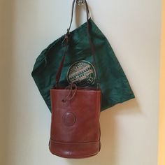 ITALIAN Leather handbag Genuine leather Made in Italy. Round shape. I Ponti Bags