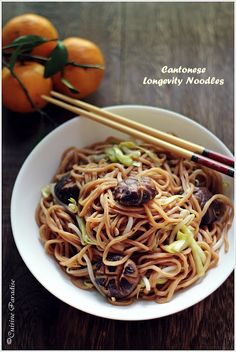 Cuisine Paradise | Singapore Food Blog - Recipes - Food Reviews - Travel: Sweet and Savoury Longevity Noodles ~ 长寿面