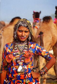 INDIA (Rajasthan) - Traditional clothing from Rajasthan Rajasthan Clothes, Rajasthan India, India India, Indie Mode, Bollywood, India People, Folk Costume, Costumes, Jodhpur