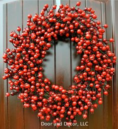 Christmas berry wreath~rose hip wreath~red berry wreath~Christmas wreath~red door wreath~holiday wreath by DoorandDecor on Etsy