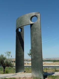 Puerta de acceso al parque de la memoria Sartaguda