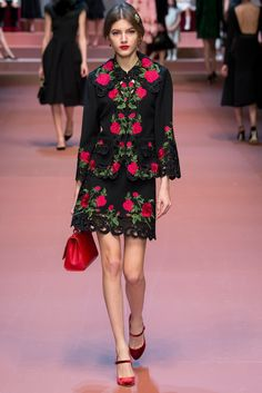 Dolce & Gabbana Fall 2015 Ready-to-Wear Collection Photos - Vogue. Model: Valery Kaufman