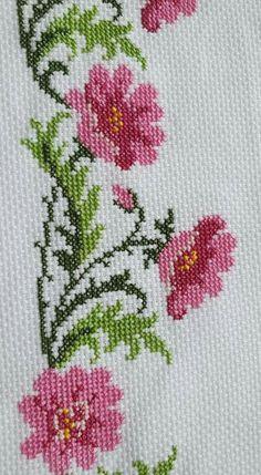 Mini Cross Stitch, Cross Stitch Borders, Cross Stitch Rose, Cross Stitch Alphabet, Cross Stitch Flowers, Cross Stitch Designs, Cross Stitch Embroidery, Cross Stitch Patterns, Crochet Leaf Patterns