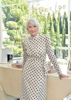 Fashion 2020, Look Fashion, High Fashion, Dame Helen, Tousled Hair, Latest Celebrity News, Helen Mirren, Free Makeup, Classy Women