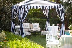 decoração de jardim para casamentos - Você também pode optar por tendas coloridas, para uma decoração mais extrovertida.