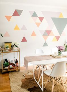 A DIY Geometric Wall Mural with BEHR Paint. A DIY Geometric Wall Mural with We had a difficult time determining what to do with this blank space at home. So, we teamed up with Behr to create an awesome DIY geometric wall mural! Creative Wall Painting, Wall Painting Decor, Creative Walls, Diy Wall Art, Decorative Wall Paintings, Painted Wall Murals, Paneling Painted, Wall Painting Living Room, Mural Wall Art