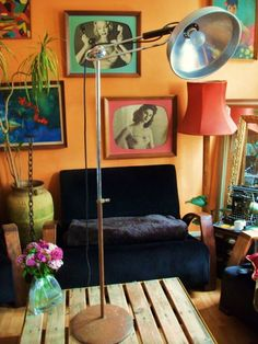 Cute living rooms on pinterest kitsch mid century and Decoration kitsch