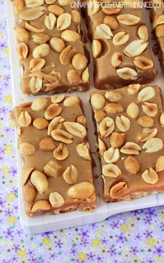 Salty Peanut Caramel Bars Copycat Payday candy bars for Randy Candy Recipes, Sweet Recipes, Cookie Recipes, Dessert Recipes, Just Desserts, Delicious Desserts, Yummy Food, Dessert Bars, Payday Candy Bar