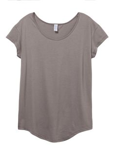 An easy and relaxed fit, the Origin Tee updates the basics of a boxy tee with a slightly wider neck and dropped shoulders for a flattering and flowy look.