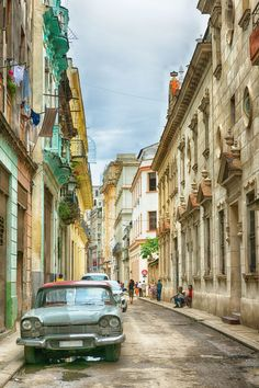 14 Beautiful Buildings Radiate Color in Cuba Photos Cuba Honeymoon, Beautiful Buildings, Beautiful Places, Fly To Cuba, Cuba Culture, Cuba Travel, Beach Travel, Mexico Travel, Spain Travel