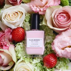 Nailberry Nagellack Lait Fraise Soft shimmering pink