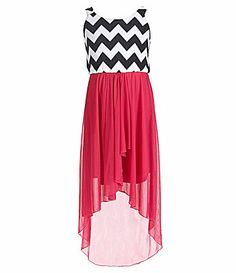 Cute high-low dark pink and chevron dress. Hi Low Dresses, Grad Dresses, Cute Summer Dresses, Dresses For Teens, Dance Dresses, Casual Dresses, Fashion Dresses, Pretty Outfits, Pretty Dresses