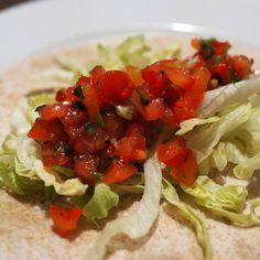 Uunifajitas on helppo lohturuoka Takana, Fajitas, Guacamole, Salsa, Tacos, Food And Drink, Mexican, Ethnic Recipes, Red Peppers