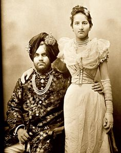 Maharaja Jagajit Singh (b. And Rani Kanari of Kapurthala, c. 1890 The young Maharaja and his wife pose for the photograph in an unusually intimate pose unlikely to have been taken in India. Vintage India, Vintage Photographs, Vintage Photos, Duleep Singh, Contexto Social, Royal Indian, Evolution Of Fashion, India People, Mystery Of History