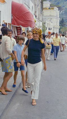 Former First Lady of the United States, Jacqueline Kennedy Onassis. Jacqueline Kennedy Onassis, Estilo Jackie Kennedy, Jackie O's, Jaqueline Kennedy, Jane Birkin, Brigitte Bardot, Betty Catroux, Style 70s, Top Dos Nu