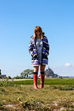 raincoat and hunter red boots mont-saint-michel normandy  http://www.fashionsensitive.org/raincoat-and-hunter-to-outface-incoming-tide/