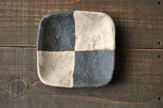 宇田令奈「角豆皿」、こちらは市松模様です。