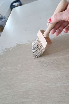 How-To Create the Pottery Barn Driftwood Finish - - Inexpensively using paint faux finishing create a driftwood gray wash inspired by Pottery Barn furniture. In just three colors makeover an old piece of furniture and make it coastal chic. Pottery Barn Hacks, Pottery Barn Furniture, Driftwood Furniture, Furniture Restoration, Paint Furniture, Repurposed Furniture, Furniture Projects, Furniture Making, Furniture Makeover