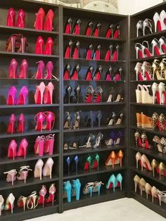 Pin by شاهرخ آریا on high heels in 2019 комнатные идеи, гардеробные, обувь. Shoe Room, Shoe Closet, Shoe Cupboard, Talons Sexy, Shoe Organizer, Closet Organization, Organization Ideas, Luxury Closet, Shoe Storage
