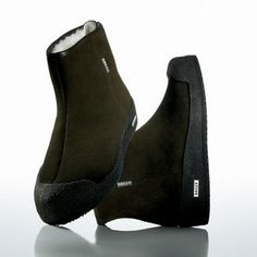 Guard curling boots by Bally