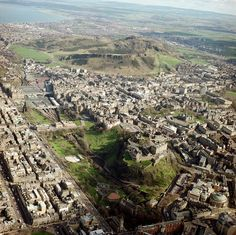 Aerial view of Edinburgh from the West End, by the British Geological Survey. The Castle Rock in the foreground, and Arthur's Seat in the background, both volcanic features.